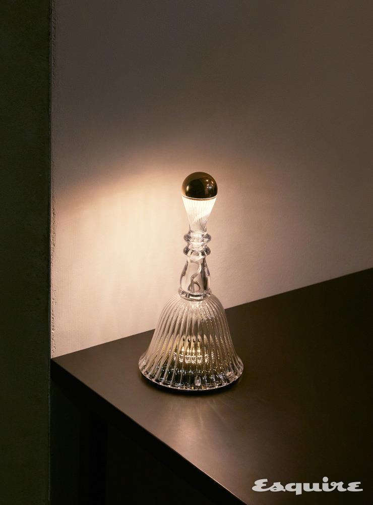 마르셀 반더스가 디자인한 라문의 테이블 램프 '벨라' 24만8000원.