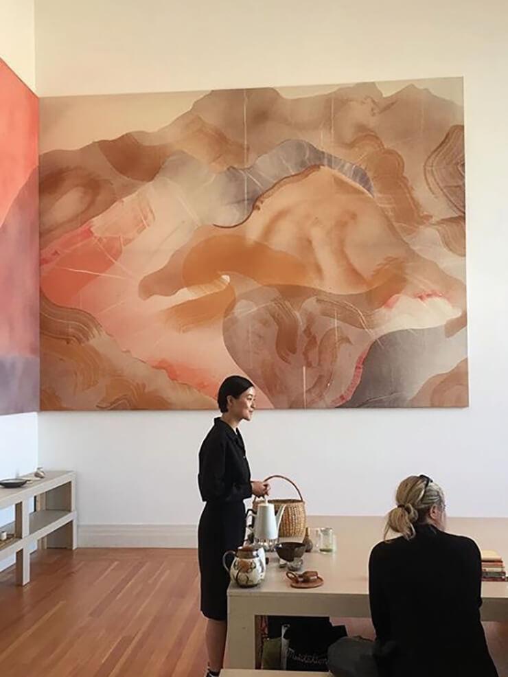 베를린의 미술관 마르틴 그로피우스바우에서 열린 그룹 전시 〈벨트 오네 아우센〉에서.