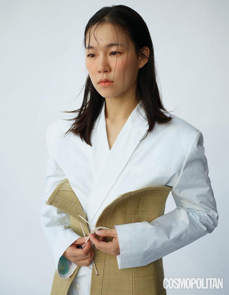 코르셋 원피스 84만원 리리. 재킷 가격미정 메종 키츠네 by 비이커.