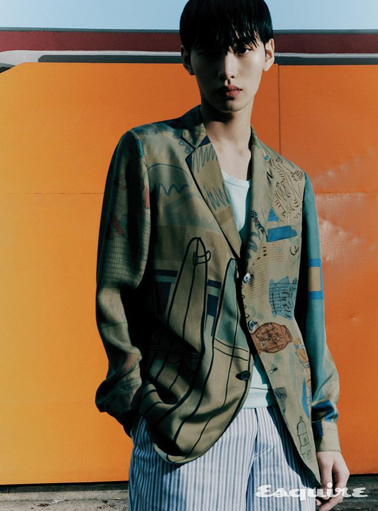 실크 재킷, 톱, 팬츠 모두 가격 미정 에르메스.