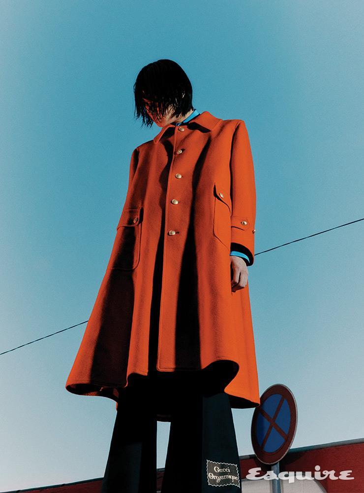 코트 640만원, 셔츠 120만원, 팬츠 150만원 모두 구찌.