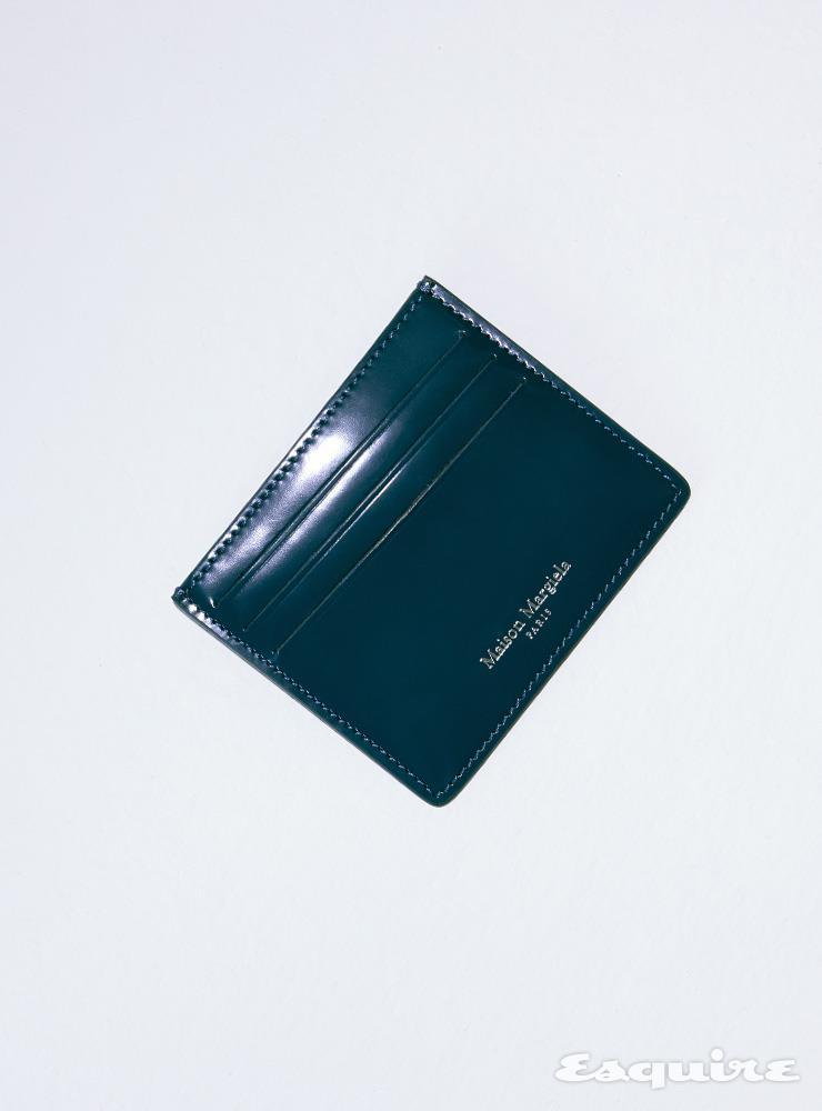 네이비 컬러 카드 케이스 35만원 메종 마르지엘라.