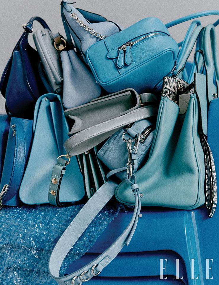 (왼쪽 위부터 시계 방향으로) 코발트 블루 새들 백은 가격 미정, Fontana Milano. 납작한 하늘색 박스 백은 32만8천원, Recto. 라운드 형태의 미니 백은 가격 미정, Givenchy. 체인 백은 95만9천원, Mulberry. 미니멀한 디자인의 스퀘어 백은 38만5천원, Vunque. 빅 토트백은 가격 미정, Salvatore Ferragamo. 와이드 스트랩이 장식된 크로스백은 66만3천원, Marc Jacobs. 더스티 블루 컬러의 박스 백은 가격 미정, Dior. 하늘색 톱 핸들 백은 가격 미정, Delvaux. 미니 사이즈의 박스 백은 29만5천원, Vunque.