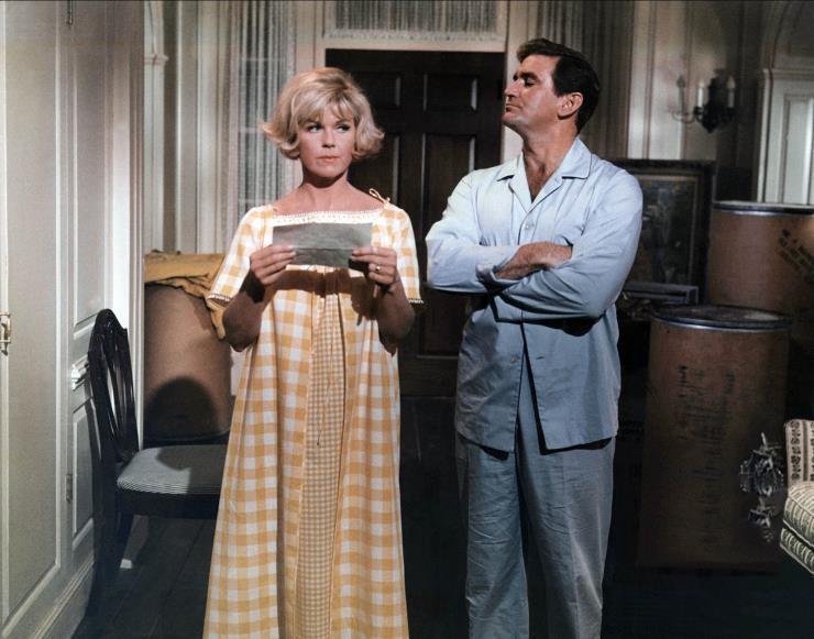 Doris Day & Rod Taylor Characters: Janet Harper, Mike Harper Film: Do Not Disturb (USA 1965) Director: Ralph Levy 22 December 1965   Date: 22-Dec-65