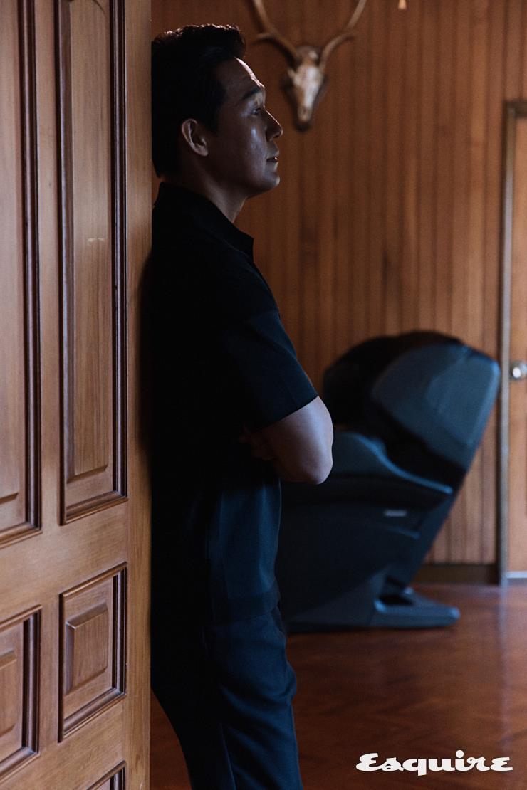 파나소닉 안마 의자 리얼 프로 EP-MAK1-K. 온열 기능을 더한 마사지 볼이 전문가의 섬세한 손 마사지를 재현한다.