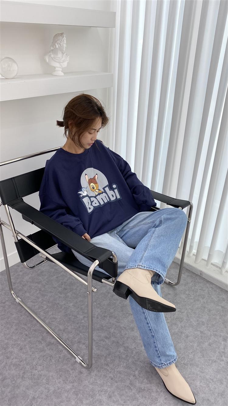 키치한 매력의 캐릭터 스웨트 셔츠