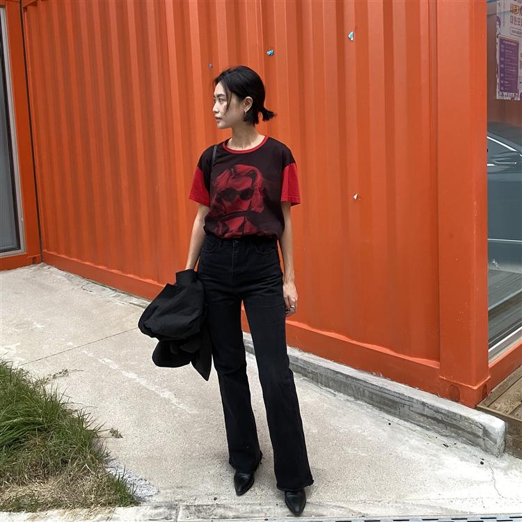 가을 여인을 품 안에, N°21 프린팅 티셔츠
