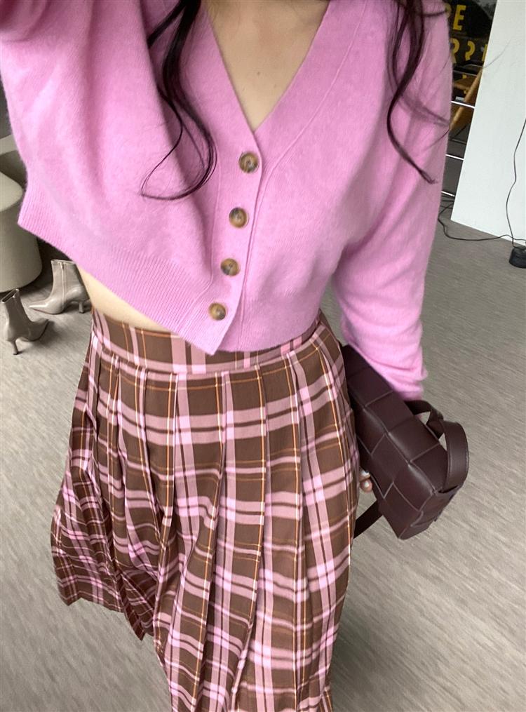 베이비핑크 컬러의 니트 예쁘게 입기