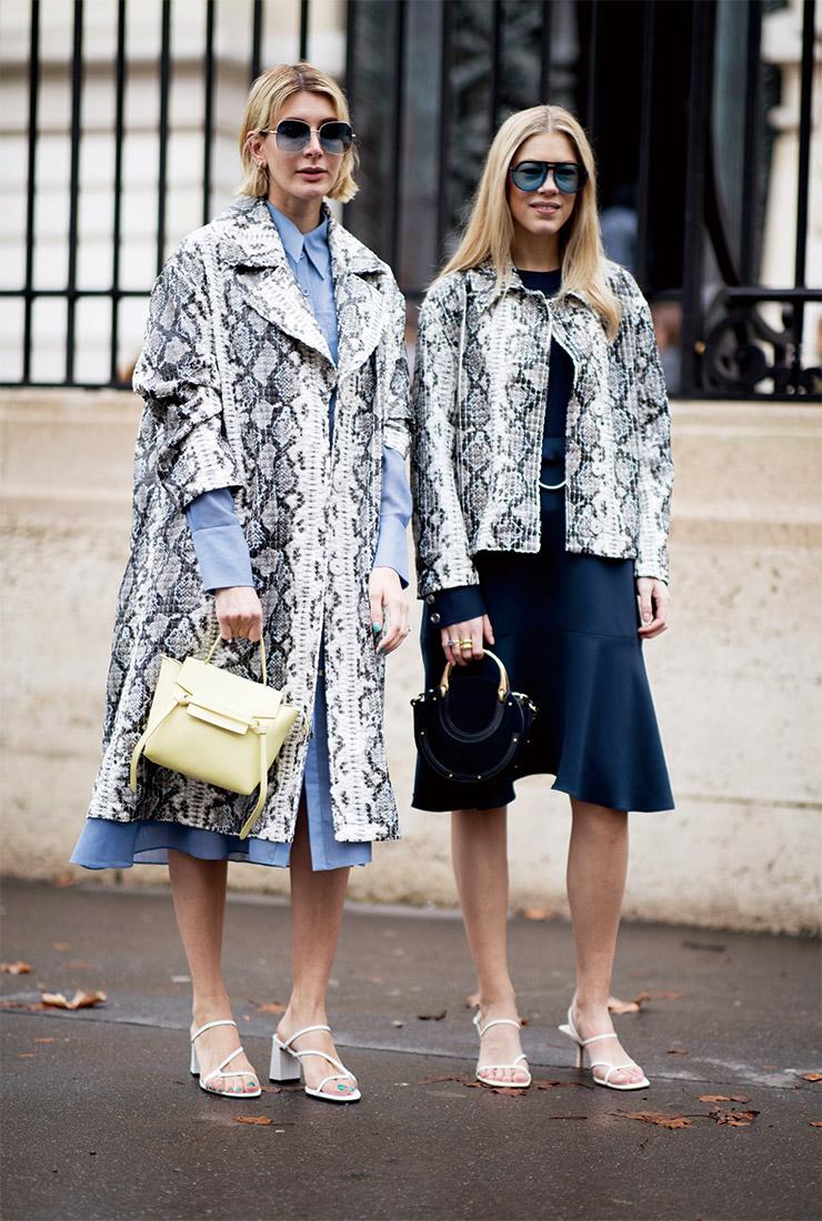 모던한 컬러의 파이톤 패턴은 미니멀한 디자인의 화이트 팬츠부터 블루 셔츠 드레스, 티셔츠, 후디드 티셔츠 등 다양한 아이템과 자유롭게 믹스매치를 즐길 수 있다. 보기보다 스타일링이 쉽고, 존재감을 뽐내기에 센스 만점이니 주목할 것.