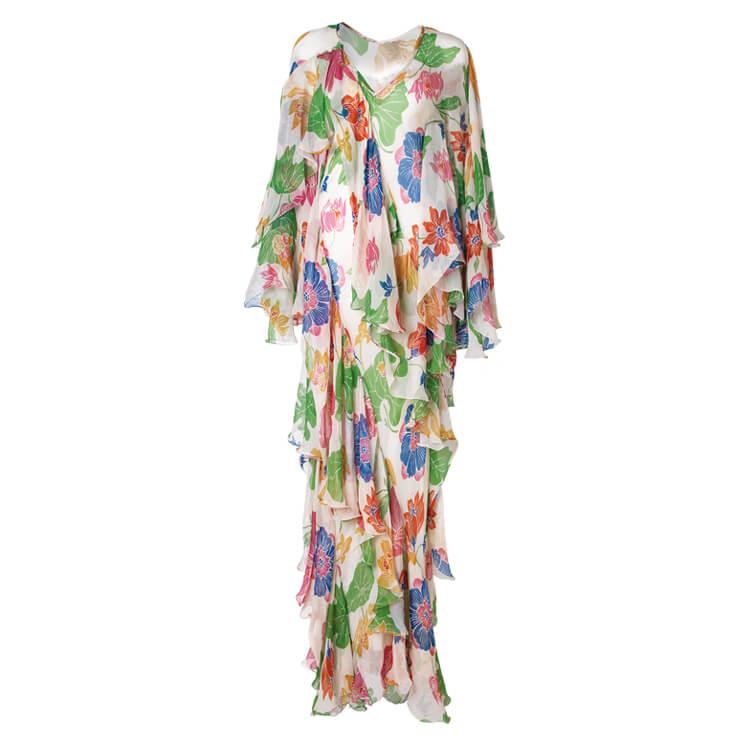 루스한 실루엣에 플로럴 패턴이 믹스된 드레스는 4백60만원, Etro.