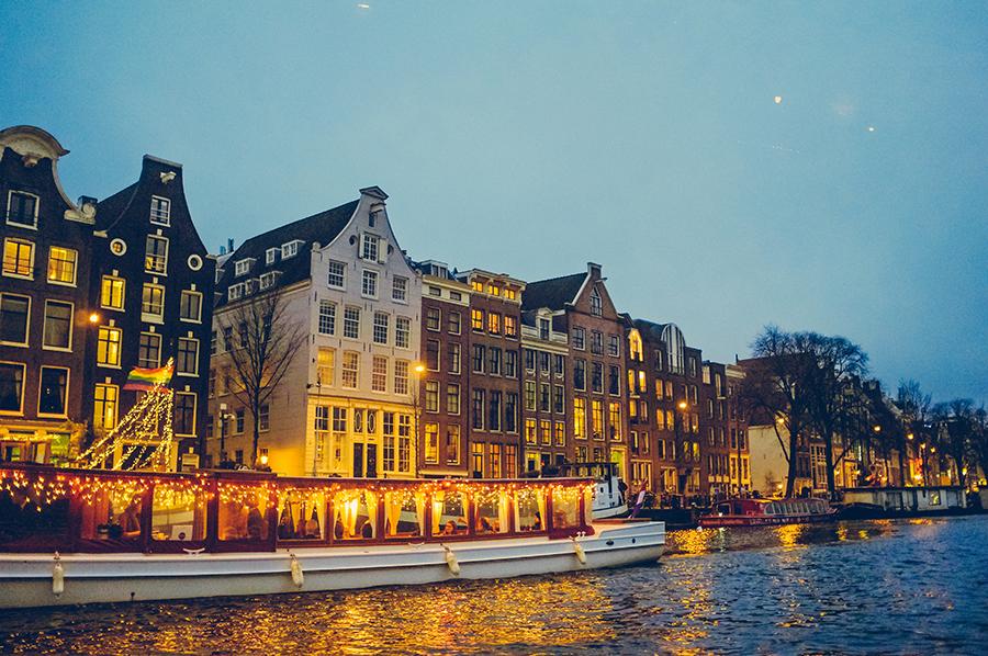 요즘 핫한 여행지로 꼽히는 네덜란드의 암스테르담. 여행하기 전 알아두면 좋은 정보 몇 가지를 소개한다