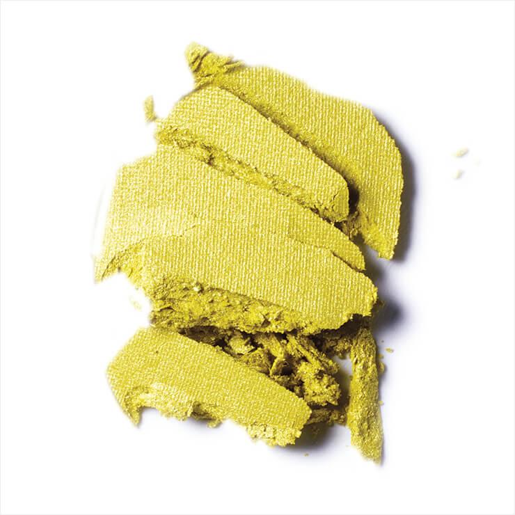 라임을 닮은 옐로 그린 컬러의 아이섀도, 나이스 에너지, 2만7천원대, Mac.