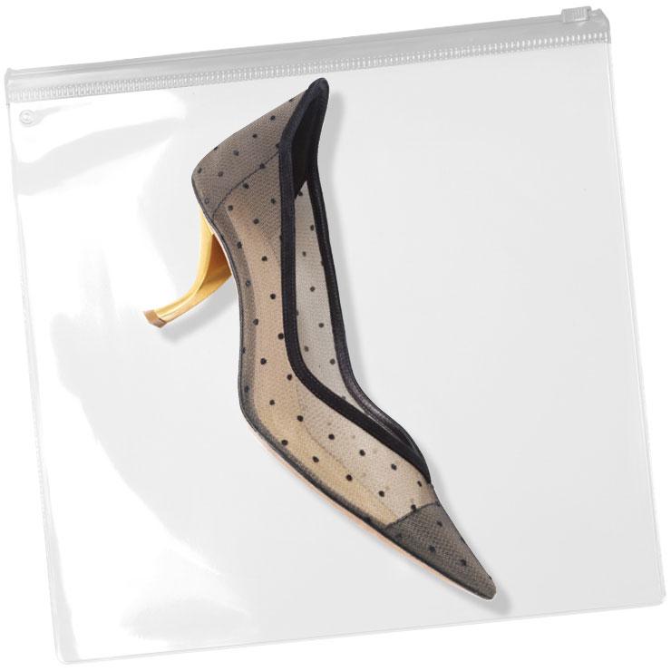 앙증맞은 도트 패턴으로 포인트를 준 키튼 힐은 가격 미정, Dior.
