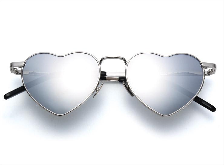하트 프레임의 메탈릭 선글라스는 가격 미정, Saint Laurent by Anthony Vaccarello.