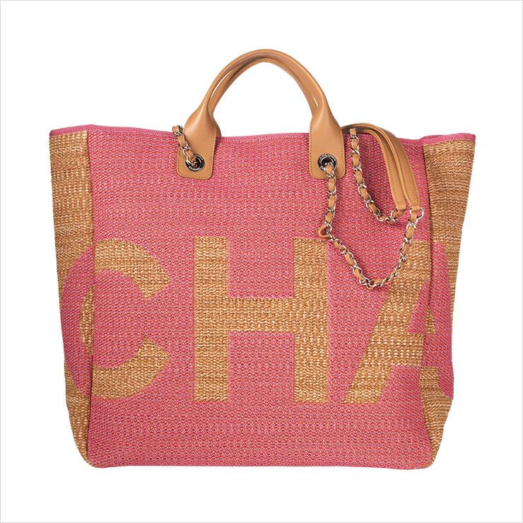 스트로 소재 라지 사이즈 쇼퍼백은 가격 미정, Chanel.