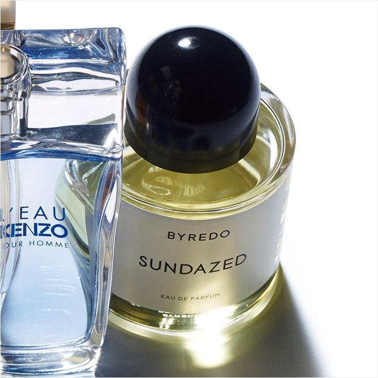 달콤한 화이트 머스크 향이 싱그러운 만다린과 레몬을 포근히 감싸 안는 느낌. 한여름 태양 아래서의 나른한 행복감을 선사해 줄 선데이즈드 오 드 퍼퓸, 100ml 29만8천원, Byredo.