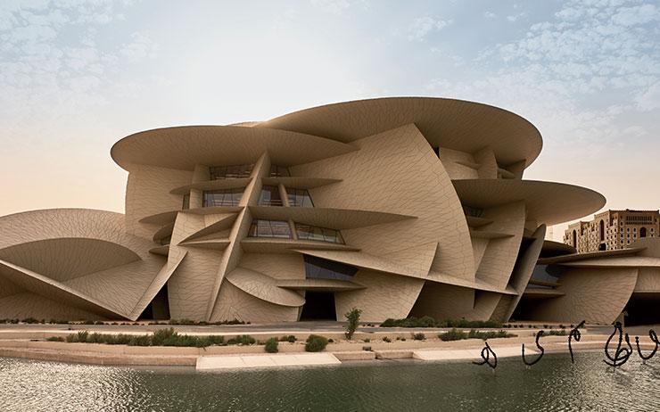 '복합성'의 대가인 건축가 장 누벨이 완성한 카타르 국립박물관이 모습을 드러냈다.