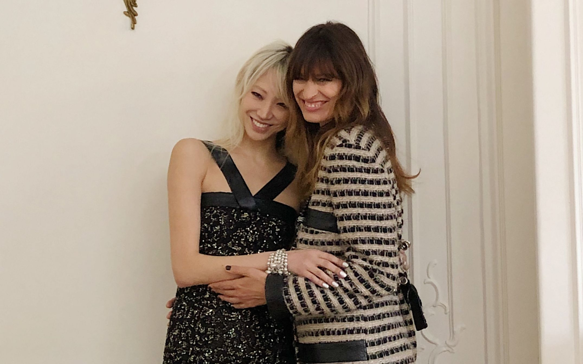 샤넬 디자이너 칼 라거펠트의 사랑을 받았던 톱 모델 수주 & 캐롤린 드 메그레. '엘르'가 초대한 젠가 토크에서 스타일에 관한 꿀팁을 털어놓았다.