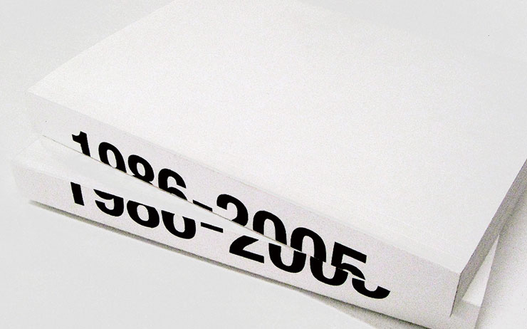 1990년대 미니멀리즘을 대표하는 디자이너 헬무트 랭의 아카이브 북이 발간된다.