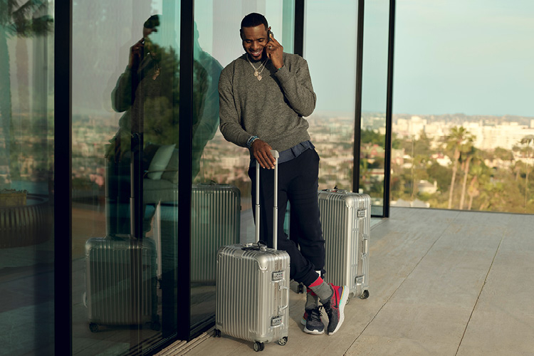 '멈춰 선 채로는 그 어떤 업적도 이룰 수 없다.' 리모와가 디올 맨의 아티스틱 디렉터 킴 존스에 이은 '네버 스틸 2(Never Still 2)' 캠페인의 새로운 주인공을 공개했다. 최고의 NBA 농구 스타 르브론 제임스와 함께한 끝없는 도전의 여정.