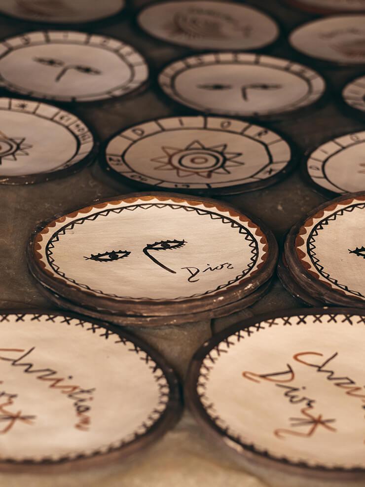 공식 런치와 디너 행사에 사용된 접시는 수마노협회 장인들이 손수 제작한 것.