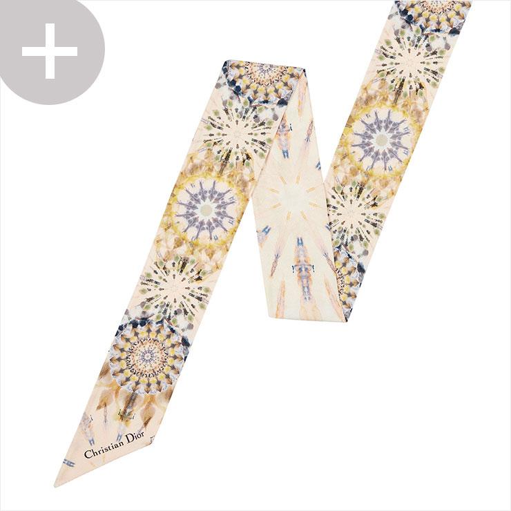 타이다이 프린트의 프티 스카프는 가격 미정, Dior.