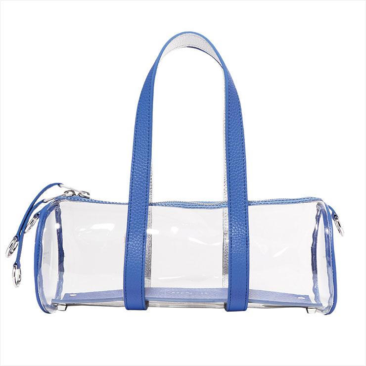 청량한 블루 컬러가 시원함을 더하는 원통형 PVC 백은 가격 미정, Simon Miller by Net-A-Porter.