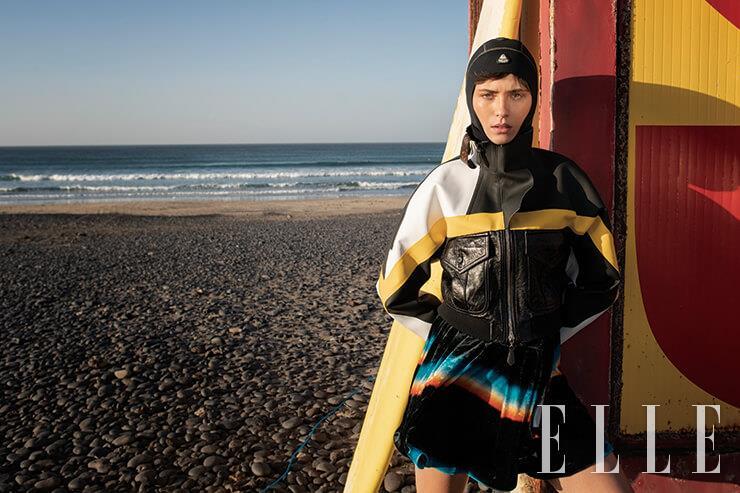 러버 소재의 래글런 바이커 재킷은 3450파운드, 드레스는 2670파운드, 모두 Louis Vuitton. 후디드 티셔츠는 48.5파운드, Waterproof.