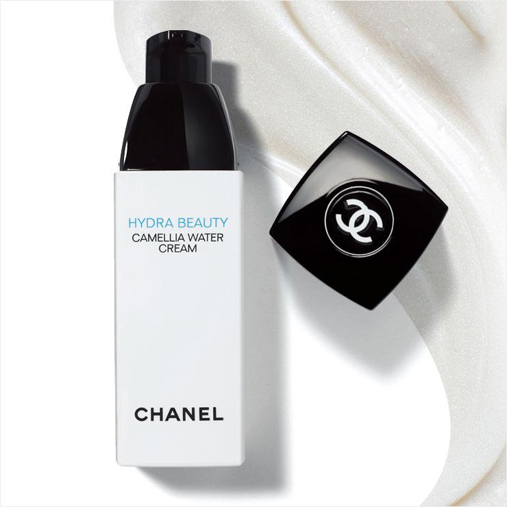 이드라 뷰티 까멜리아 워터 크림, 8만9천원, Chanel. 피부 속은 상쾌한 수분으로 채우고, 피부 겉에는 은은한 진줏빛 막을 형성해 더운 여름에 걸맞게 자연스러운 수분 광채를 연출한다.