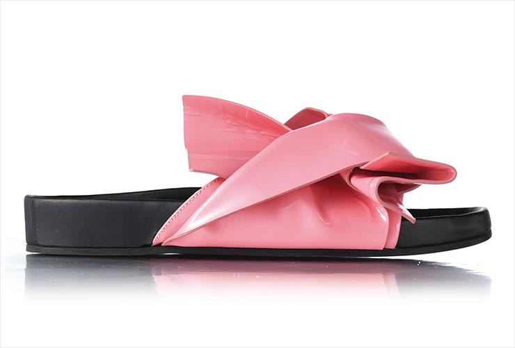 과감한 매듭 장식이 눈길을 끈다. 95만원, N°21 by Hanstyle.com.