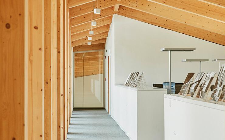 회색 아파트 숲에서 유일하게 옛 풍경을 복기하는 이 건축물의 정체는 주한 스위스 대사관이다.