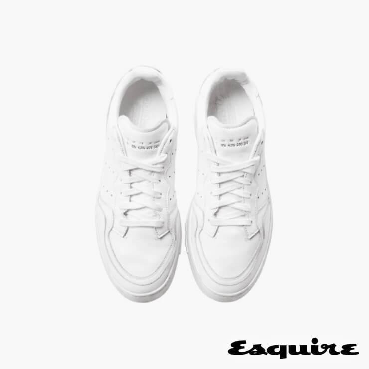 흰색 스니커즈 11만9000원 아디다스 오리지널스.
