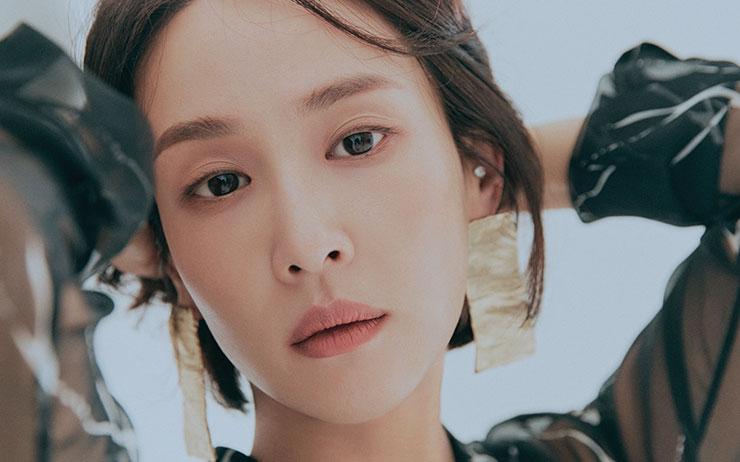 영화 <기생충>에 이어 JTBC 예능 <서핑 하우스>까지. 조여정의 매력은 어디까지 일까?