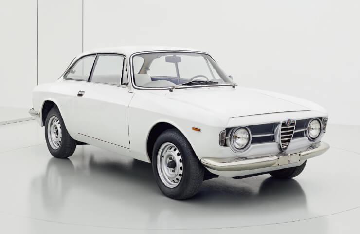 1963년에 등장한 줄리아 스프린트 GT는 주지아로가 베르토네에 있을 때 디자인한 최초의 양산형 알파로메오다.