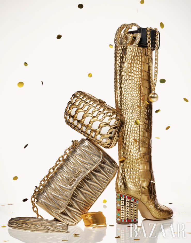 (위부터) 벨트는 가격 미정 Gucci, 링크 디테일의 목걸이는 3백63만원 Bottega Veneta, 부츠, 체인 장식 클러치는 모두 가격 미정 Chanel, '마테라쎄' 뉴 체인 백은 가격 미정 Miu Miu, 뱅글은 1백13만원 Alighieri by Mue.