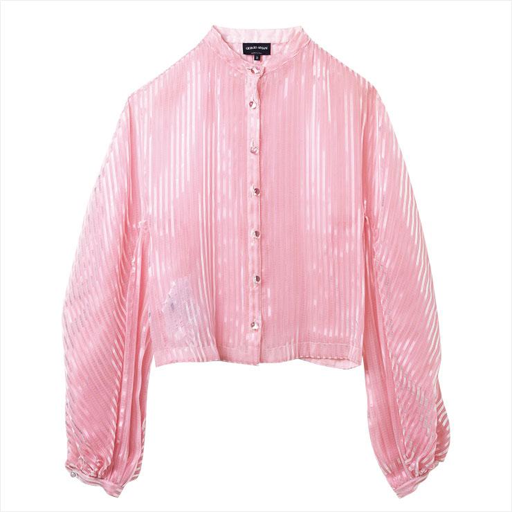 반짝이는 PVC 믹스 핑크 컬러 블라우스는 가격 미정, Giorgio Armani.