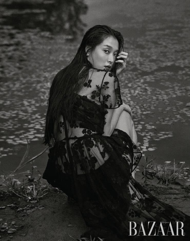 시스루 드레스는 가격 미정, 쇼츠는 37만원 모두 Prada, 귀고리는 Givenchy.