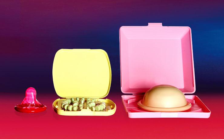 과거 피임약을 복용해본 여성 가운데 무려 70%가 지난 3년 사이 피임약 복용을 이미 중단했거나 중단을 고민한 적 있다고 한다. 같은 조사에서 콘돔을 거의 혹은 절대 사용하지 않는다고 답한 사람은 60%에 달했다. 와중에 미국 질병예방통제센터(CDC)의 조사에 따르면, 2002년부터 2015년 사이에 '질외사정법'을 피임 수단으로 택한 사람의 수가 2배가량 뛰어올랐다고 한다. 음, 대체 무슨 일이 벌어지고 있는 거죠?