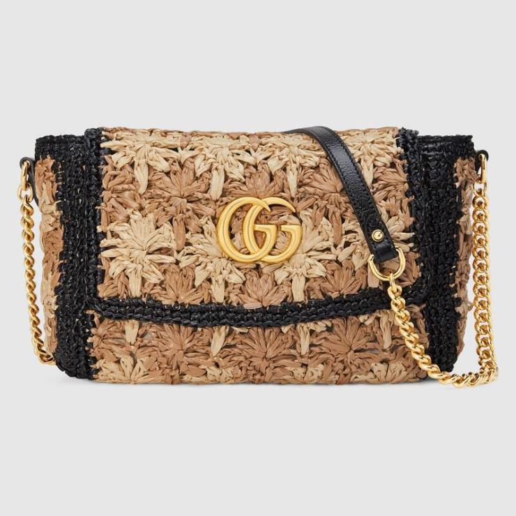 브랜드 시그니처 스타일과 더블 G 엠블럼을 더해 싱그러운 여름을 표현한 GG마몽라피아 스몰 숄더 백은 2백55만원, Gucci