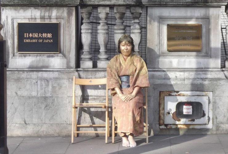 '평화의 동상 #Statue of peace' 퍼포먼스