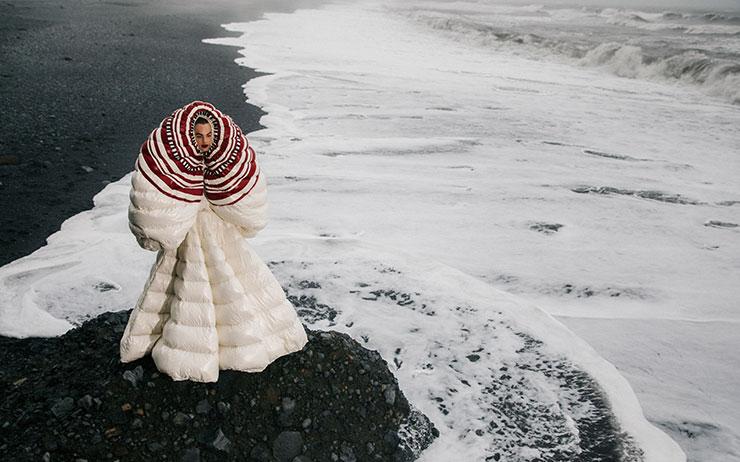 아이슬란드, 찬란하게 아름다운 빙하의 땅에서 이룬 경이로운 패션 모멘트.