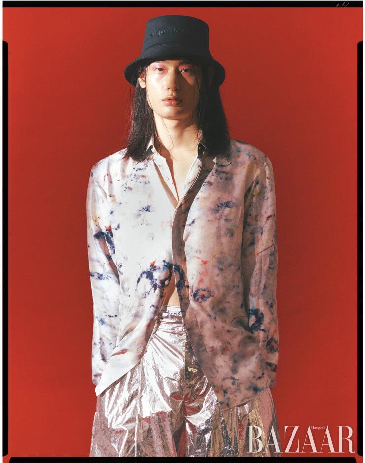 셔츠는 1백25만원 Berluti, 팬츠는 8 Moncler Palm Angels, 브리프는 4만9천원 Calvin Klein Underwear.