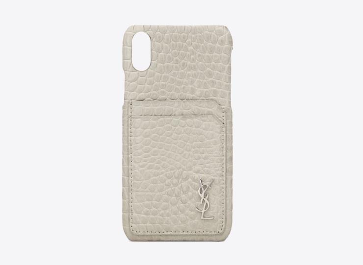 악어 엠보 패턴의 모노그램 아이폰 X 케이스는 395달러, Saint Laurent.
