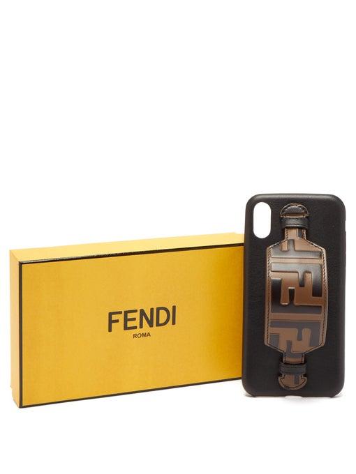 FF 로고 레더소재의 iPhone® X 케이스는 56만3천원, Fendi.