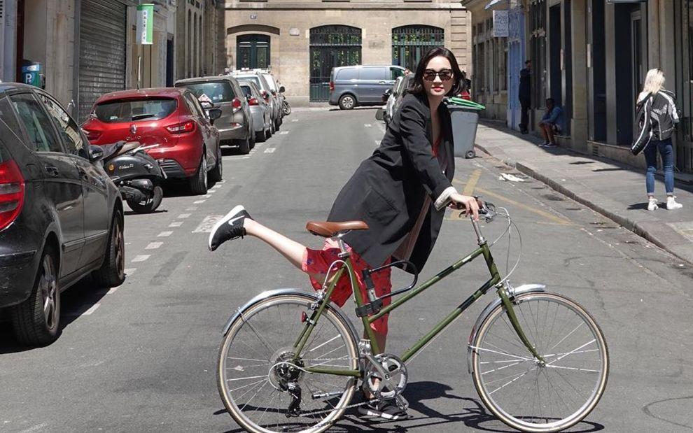 파리에서 한 달 살기를 하고 돌아온 장윤주. 그녀의 파리지앵 패션은 어땠을까요?