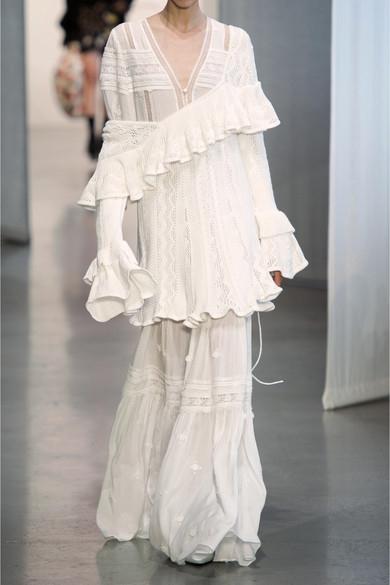 아플리케 레이스 맥시 드레스는 547달러, SELF-PORTRAIT by Net-a-porter