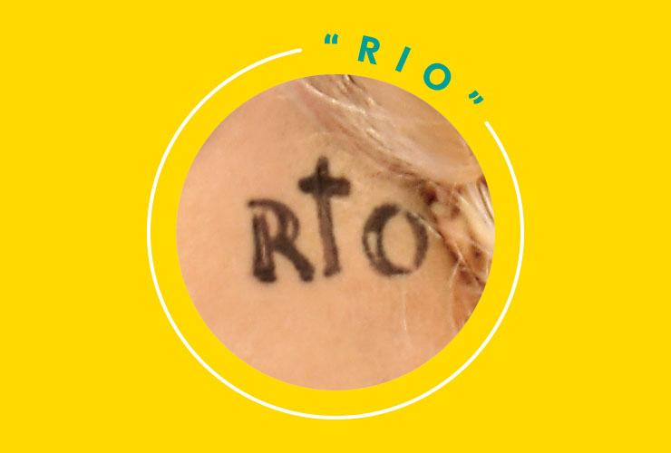 그녀는 2012년 월드 투어 당시 브라질 리우데자네이루에서 공연을 마친 후 이를 기념하며 도시 타투 'RIO'를 새겼다. 'i'는 거의 십자가 모양이다.