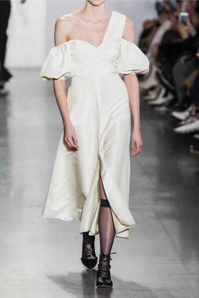 오프 숄더 미디 드레스는 396달러, SELF-PORTRAIT by Net-a-poter.