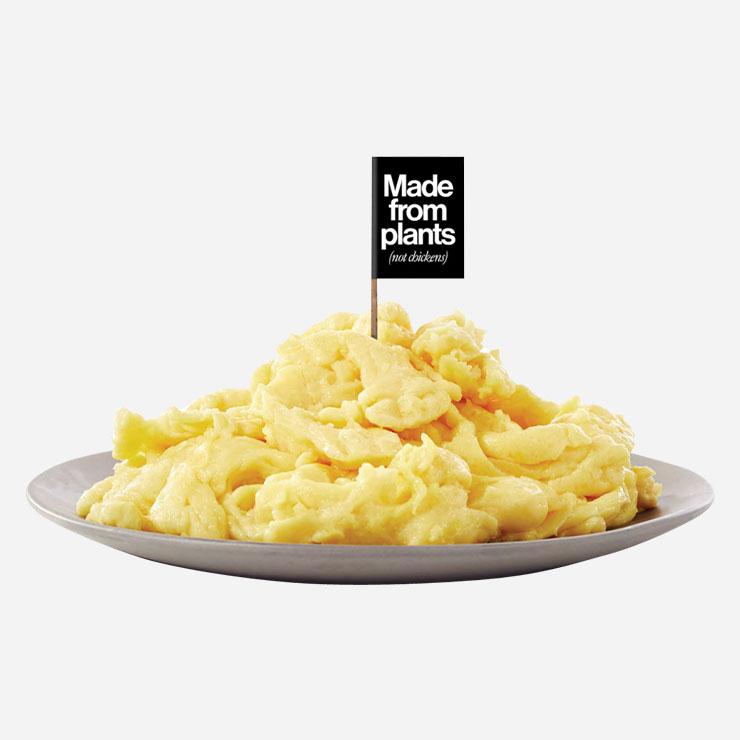 저스트 에그→식물로 만든 인공 달걀, '저스트 에그'가 내년 상반기 한국에 소개될 예정이다. 미국의 푸드 테크 기업인 저스트가 생산하는 이 인공 달걀을 만드는 데는 닭장이 필요 없다. 전 세계 53개국 39만 개 이상의 식물로부터 채취한 단백질 성분을 분석해 개발했는데, 많게는 30%가 단백질 성분으로 이뤄진 녹두가 주성분이다. 단백질은 충분하지만 콜레스테롤이 없고, 비건에게도 적합하다. 만드는 과정에서 물 사용량이나 탄소 배출이 현저히 적은 친환경적 식품이기도 하다. www.ju.st