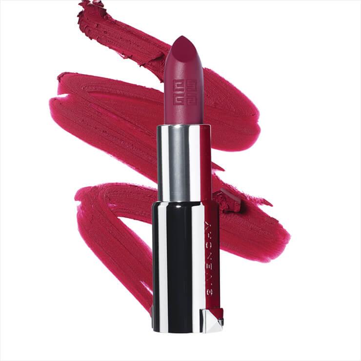 파우더리한 매트 립 메이크업을 연출할 수 있는 강렬한 발색의 르 루즈 딥 벨벳, N42 바이올렛 벨벳, 4만8천원, Givenchy Beauty.